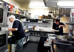 Yannis Eskitzis håller restaurangen öppen två veckor till. Den 20 december slår han igen portarna.