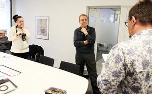Lars, Lars och hälften av pressuppbådet.