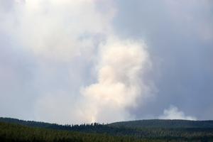 Det har varit en lugn natt både vid Trängsletbranden i Älvdalens kommun och vid skogsbranden utanför Lima och Torgås i Malung-Sälens kommun.