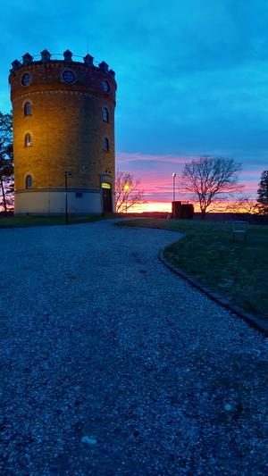 Jag tog bilden en eftermiddag på väg hem från jobbet. Vackert vid vattentornet i Kungsör, tycker Jani Timonen.