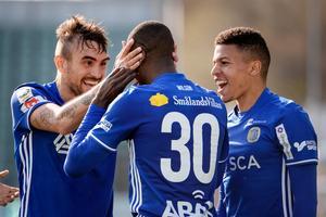 Samu Reyes jublar efter Peter Wilsons 3–0-mål mot Brommapojkarna. Nu kan Reyes lämna GIF efter mötet med Göteborg på söndag.