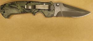 Kniven hittades senare av polisen.