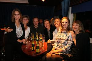 Vinnaren Årets Café blev Rådmansö bageri. Här är hela gänget: Lina Frid, Karin Wolhardt, Kristoffer Dethorey, Lena Bengtsson Dethorey, Sara Lindberg, Julia Bengtsson, Jane Bengtsson.