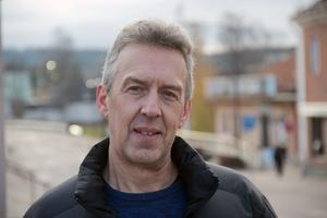 Det är en månad kvar innan julbelysningen ska upp. Det hinner hända saker under den här månaden, säger gatuchef Ulf Stålberg hoppfullt.