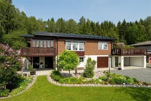 Det här huset på Lovisavägen i Själevad såldes för 3 745 000 kronor. Foto: Fastighetsbyrån