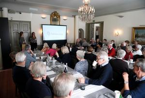 Det var fullsatt i salongen på Villa Marieberg i Haga. I maj kommer det att hållas samma föredrag igen.