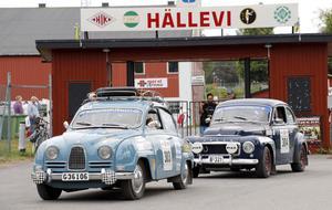 Hällevi var serviceplats vid torsdagens lunchuppehåll. Sibylla Gustafsson på väg ut.