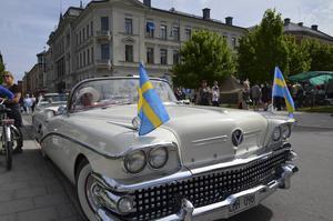 Benita Stendahl hade prytt sin Buick med svenska flaggor.