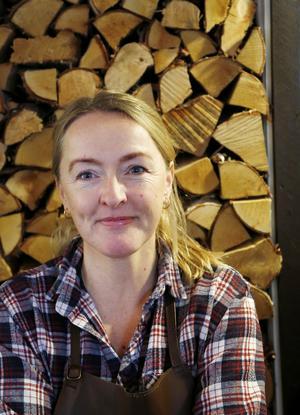 Lena Flaten blev årets företagare i Åre kommun. Sedan 2003 driver hon Flammans skafferi i Storlien och är djupt engagerad i olika nätverk för mathantverk.
