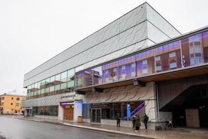 Conventum i centrala Örebro är tänkt som en av de platser dör vaccineringen mot civid.19 ska hållas. Men räcker p-platserna i området?