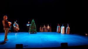 Romeo & Julia-kören repeterar inför kvällens föreställning på Estrad.