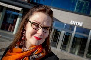 """Eva Häggmark, författare och kommunikatör på Södertälje kommun. """"Jag dras till det mystiska och skrämmande"""", säger hon."""