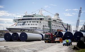 Den 177 meter långa M/S Birka anlöpte Djuphamnen 10.20 under tisdagen. Totalt blir det fem besök i Härnösand.