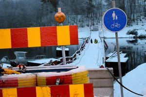 Trafikverkets Stefan Tångring uppmanar alla intresserade att ge arbetsstyrkan vid bron arbetsro och manöverutrymme.