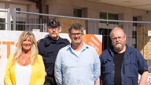 Glada. Marita Bertilsson, trygghetschef, Jesper Emilsson, kommunpolis, Bo Hammerin, brottsförebyggare, och Leif Söderbäck, kommunens fastighetsavdelning, är glada över busstationernas förbättrade siffror i Tryggare Sveriges trygghetsundersökning.
