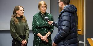 Tillförordnad vice ordförande i barn- och utbildningsnämnden, Sanna Jonsson (C), samt ordförande Lisa Tynnemark (S) intervjuas av ST.