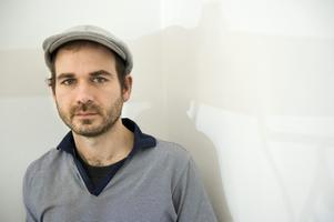 """Komikern Simon Gärdenfors var med och skrev texten till """"Knulla barn"""".  Foto: Fredrik Sandberg / SCANPIX"""