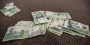 Nödvändiga satsningar uteblir när Kungsör sparar pengarna på hög, anser insändarskribenterna.
