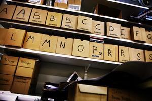 Kartongerna med skivor i bokstavsordning på Najz Prajz 2008. Foto: Niklas Björling/NA