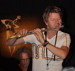 Trummisen Martin Jonsson och flöjtisten Magnus Lindgren.                       FOTO: BENGT FERM