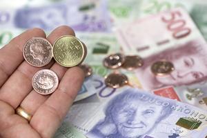 Sedlar och mynt. Foto: Fredrik Sandberg/TT