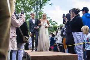 Sanna Eriksson och Linus Lindquist blev fotograferade från båda hållen när de gick på catwalken.