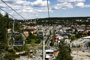 Uppe från Varvsberget har man förmodligen Sveriges vackraste utsikt, skriver insändarskribenten som vill uppmärksamma linbanan som tar en upp dit. Bild: Eleonora Brodd/Arkiv