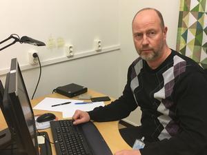 Genombrott. Kriminalkommissarie Johan Håvedal vid Västmanlandspolisen bekräftar att vapnet som användes vid skottlossningen mot polismannens villa på Hagaberg i oktober förra året har hittats av Missing People.Foto: Håkan Slagbrand