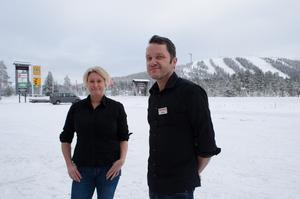 Gabriella Kumlin och Stefan Brunsärn trodde att de skulle stanna i Sälen i tre år. Nu är de inne på det 20:e.