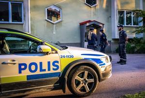 På torsdagskvällen var det aktivitet med både polis och ambulans på plats.