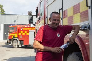 Martin Helmersson från Föllinge, en av flera fjällräddare på plats i Sveg, har blivit inkallad och hjälper till. De väntar på information var deras insatser behövs bäst.
