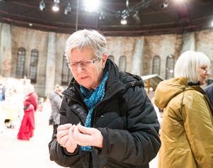 Ull, tovat och stickat är favoriter för Helena Kempe. Men i år fyndade hon även örhängen.