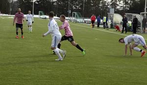 Lillhärdal föll mot Frösön vilka efter en ganska jämn första halvlek rann ifrån till en klar seger.