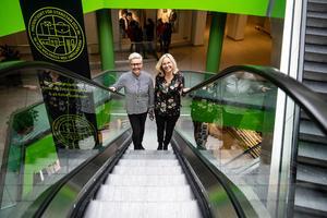 Maria Persson, centrumledare, och Sofie Stark affärschef, är optimister och tror på en ljus framtid för Stenstan och In - gallerian.