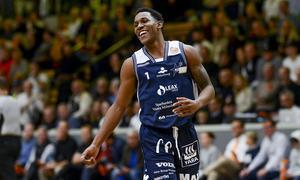 CJ Jackson gjorde som vanligt en lysande insats i Köping Stars. Amerikanen svarade för 17 poäng i matchen mot Nässjö. Foto: Stefan Lindgren