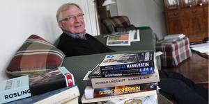 Christian Holm har tagit upp sitt intresse för historia. Främst är det Finlands historia som intresserar. Han läser allt som ges ut.