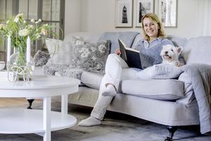 Katarina Thorsén beskriver sin stil som lantlig där hon mixar gammalt och nytt. Bild från vardagsrummet.