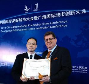 Samarbetet mellan Borlänge och Wuhan prisades vid en konferens i Wuhan 2014 och kommunalrådet Jan Bohman (S) var där och tog emot priset.