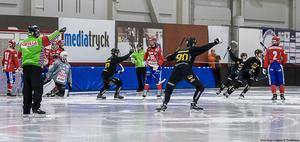 Gripen krossade Kungälv med hela 11–1 i första gruppspelsmatchen. Bild: Hans Löfgren/Gripen Trollhättan BK