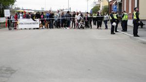 Polisen anvisade företagarna en plats längs den väg som NMR tågade.