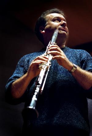 Michael Collins, klarinettsolist, vid ett tidigare besök i Örebro, september 2002. (Arkivfoto)