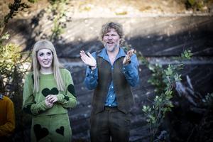 Miriam Forsberg (spelar Dockan) och Karl Seldahl (regissör).