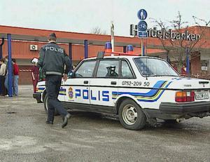I mars 1992 lyckas ligan med att råna både post- och bankkontoret i Ösmo samtidigt. På tre minuter genomför ligan kuppen och försvinner i väg med drygt en miljon kronor.Foto: SVT