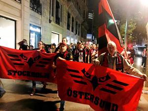 Falkarna på marsch mot arenan inför matchen mot Bilbao.