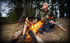 Eric Baggers nya bok handlar om eld ur många perspektiv – inte minst dess innersta väsen.