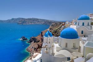 Nu återvänder fler svenskar till Grekland. Här Santorini.