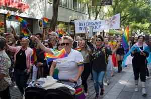 Östersund Pride/Sápmi Pride lockade tusentals deltagare.