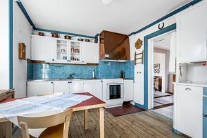 Kök. Villan är byggd 1918 och är i behov av renovering. Foto: Pierre Pocs