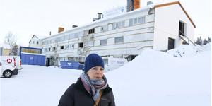 Maria Östli på Östersundshem berättar om de problem som försenar rivningen av slakteriet.