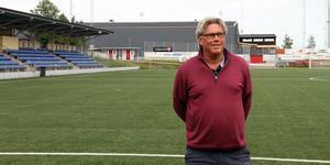 Pelle Olsson på ett folktomt Jernvallen inför av de sista träningarna innan derbyt på Gavlevallen – där han tror på mycket folk.